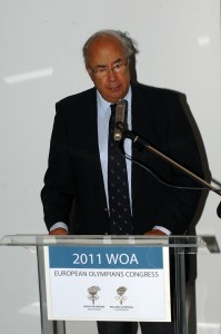 The President of the HOA Mr. George Andreadis at the podium greets the guests of the Congress.